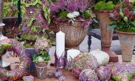 tischdeko mit heidekraut mit erika heidekraut haus und terrasse herbstlich dekorieren