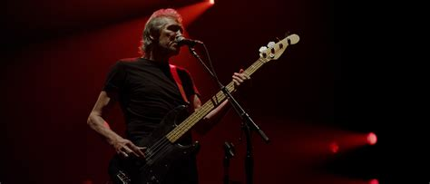 who sings comfortably numb roger waters on live quad surround sound and the wall