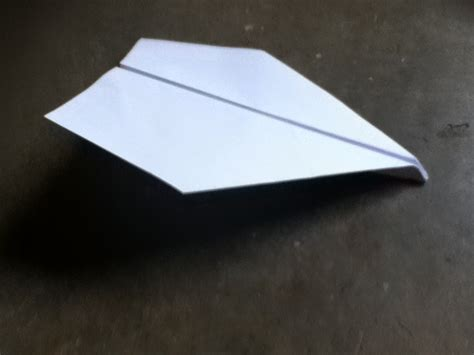 How To Make A Gliding Paper Airplane - how to make a great gliding paper plane simple and easy