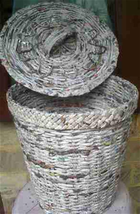 Keranjang Dari Koran Bekas kerajinan tangan dari barang bekas daura ulang kertas