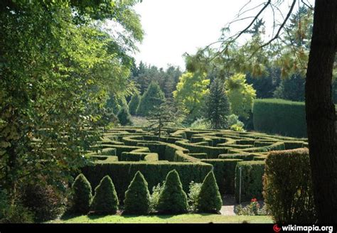 vandusen botanical garden hedge maze vancouver