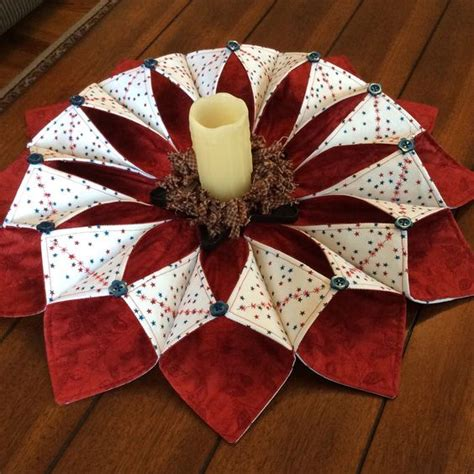 Origami Sewing Table - fold and stitch wreath patriotic theme smhstitches