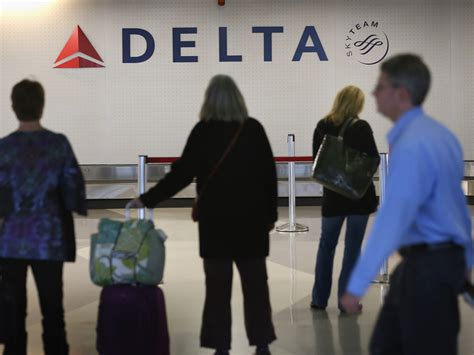 airlines collected more than 1 billion in baggage fees airlines collected record baggage fees in 2012 cbs news