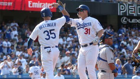 dodgers beat royals   inning walk  walk    team   wins  season