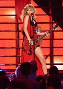 taylor swift duet with country singer taylor swift wears raunchy red number at cmt awards mtv uk