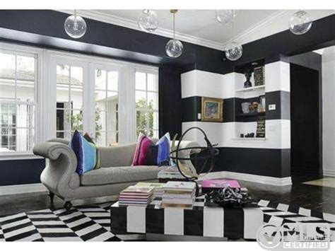 khloe kardashian bedroom kourtney kardashian lists boldly decorated home for 3 499