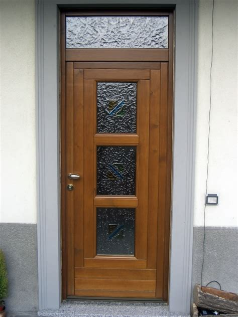 portoncini d ingresso con vetro foto portoncino d ingresso in legno con tre vetri di f p