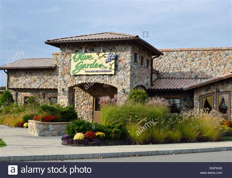 Olive Garden In by Exterior Entrance Of Olive Garden Restaurant With Sign