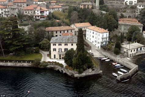 george clooney homes bidding war as george clooney puts lake como villa up for