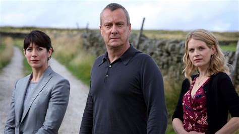cast of dci banks new cast members join crime drama dci banks markmeets
