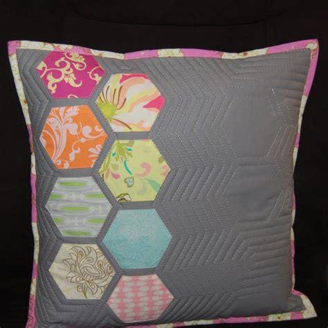 quilting pillow tutorial reannalily designs blog modern hexagon quilted pillow
