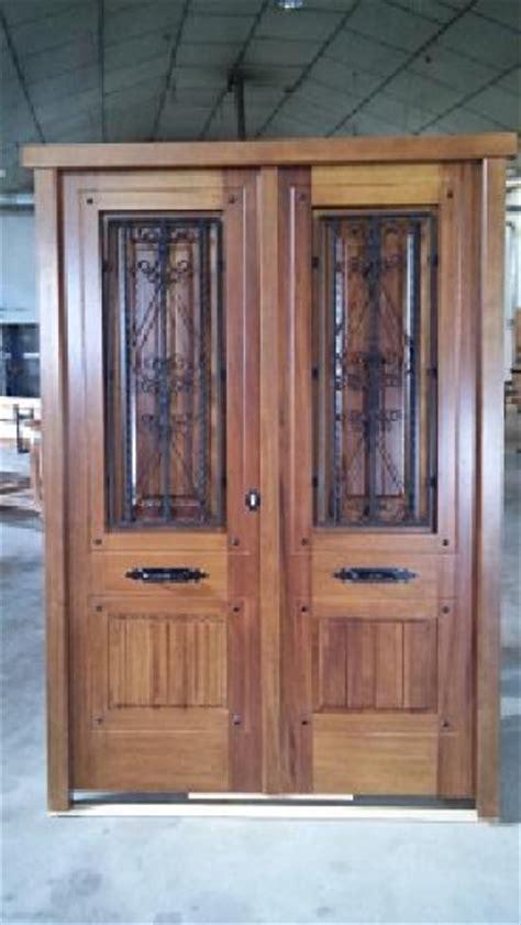 puerta exterior en madera de iroko doble hoja puertas calvo