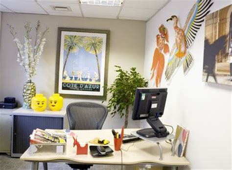 how to decorate office at work pimp your office best ways to decorate a work place tnt