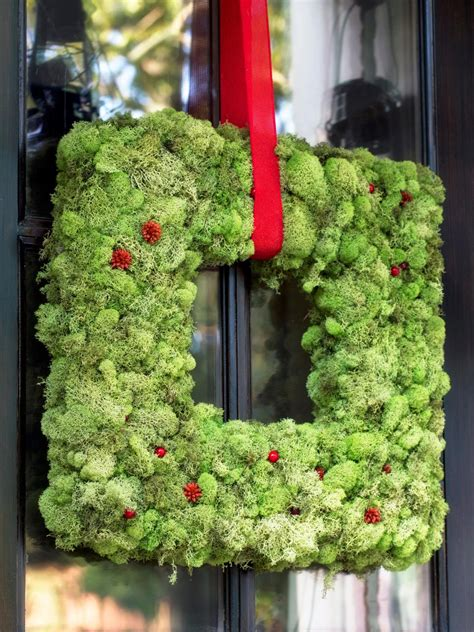 10 diy christmas wreaths hgtv diy holiday decorations hgtv