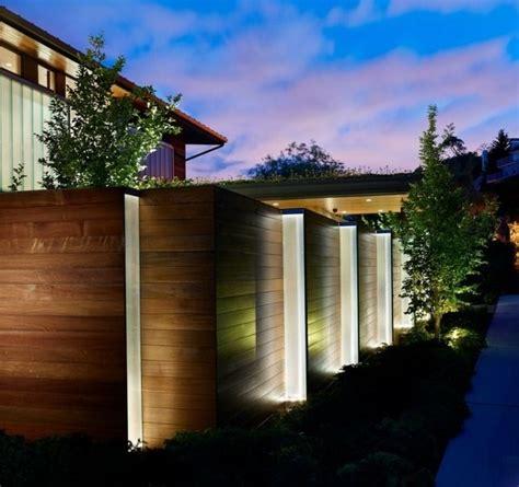 beleuchtung zaunpfosten holzzaun beleuchtung beton f 252 223 e eingebaut b 228 ume fence
