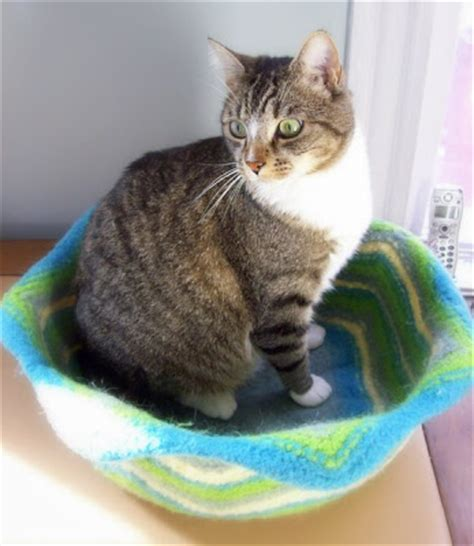 free knitting pattern cat bed knit a cozy bed for your pet free patterns grandmother