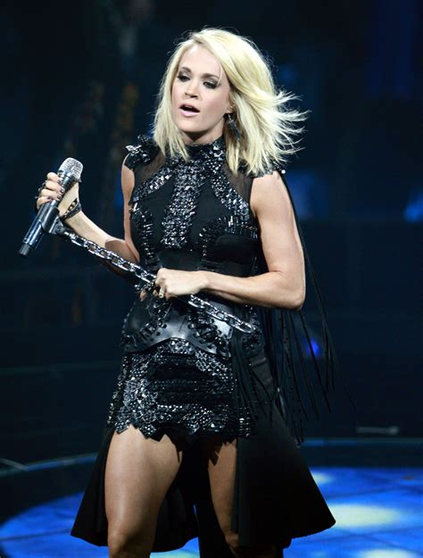 carrie underwood live concert review carrie underwood dazzles atlanta on
