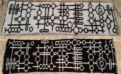 pattern writing knitting alien glyph scarf pattern