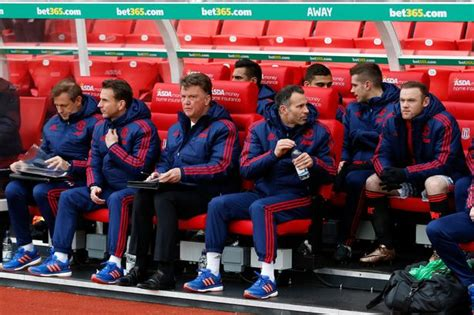 man utd bench man united dugout pictures tell the full story of louis