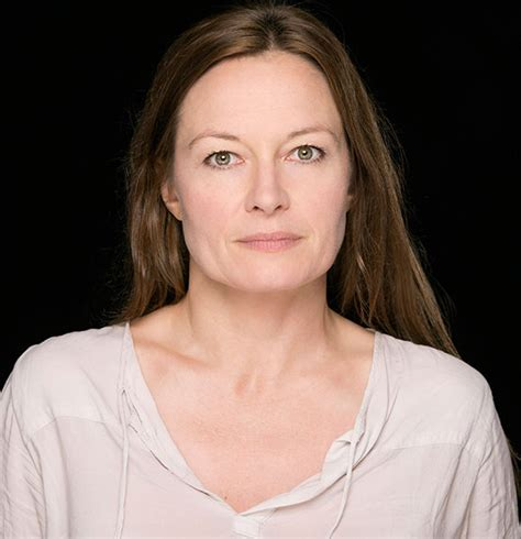 actress catherine mccormack inside catherine mccormack s personal life got married to