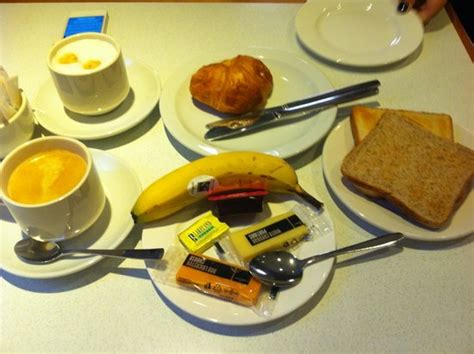 free breakfast picture of comfort inn hyde park