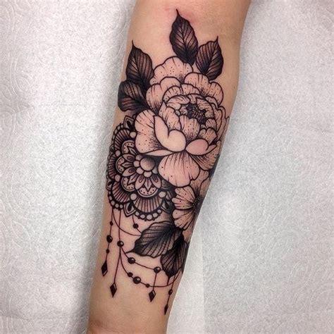 tattoo mandala vrouw 25 best ideas about lace flower tattoos on pinterest