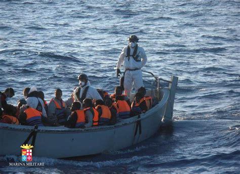 ufficio immigrazione reggio calabria immigrazione ancora sbarchi soccorsi senza sosta