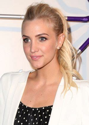 ashlee simpson mr clean and swifer event in new york city