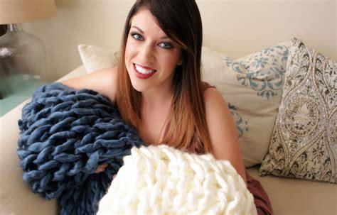 kurtz corner arm knitting the kurtz corner diy fluffy arm knit blankets