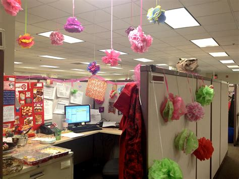 work desk decoration ideas an employee s office decorated for their birthday using