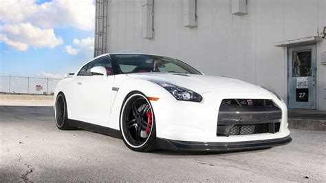 nissan white truck download wallpaper 1366x768 nissan gtr r35 white car hd
