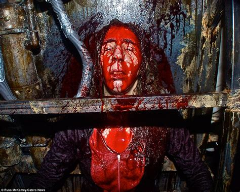 extreme haunted houses people pay to be tortured in this extreme haunted house in california
