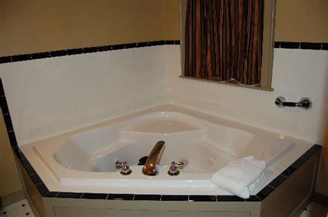 hotels with oversized bathtubs big jacuzzi tub very nice picture of simon kenton inn