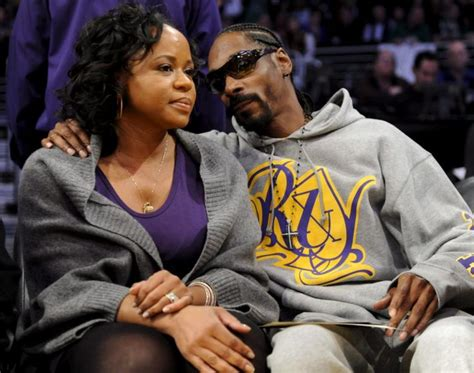 snoop dogg s wife suggests she left rapper on instagram