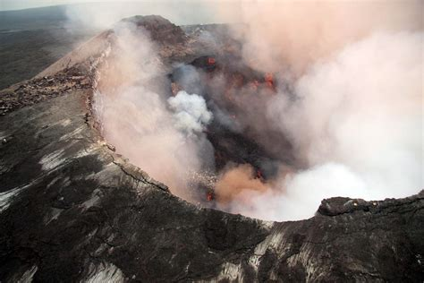what s in a lava l hawaiian volcanoes erupting www imgkid com the image