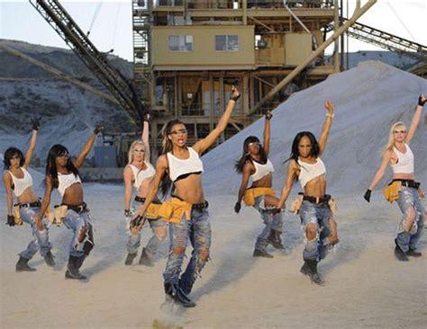 ciara work desert hot ciara feat missy quot work quot video trendland