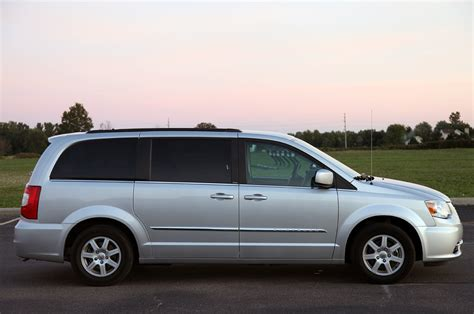 2011 Chrysler Town And Country Touring by 2011 Chrysler Town Country Touring Review Photo Gallery