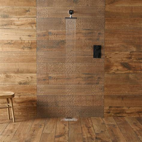 rivestimenti effetto legno piastrelle bagno moderno tantissime idee per scegliere il