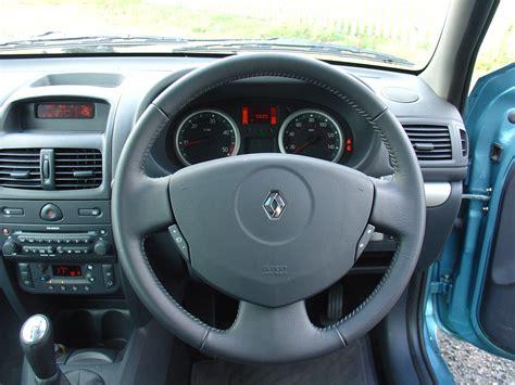 renault clio 2002 interior renault clio hatchback 2001 2008 rivals parkers