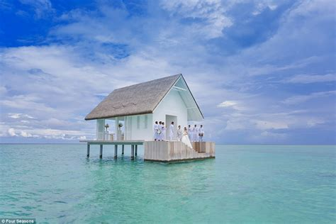 Hochzeit Malediven by Four Seasons Opens Overwater Wedding Pavilion At Maldives