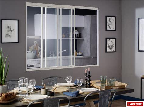 verriere dans une cuisine la verri 232 re dans la cuisine vue par cuisinity cuisinity