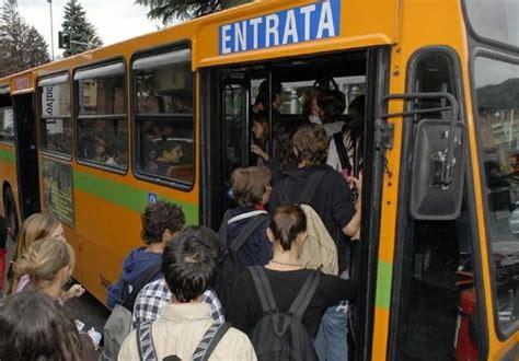 autobus porte di roma linee atac corbucci pd non aprono porte a fermate