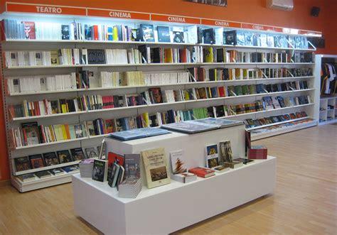 libreria viale europa neon europa 0025 arredamento libreria neon europa 1 neon