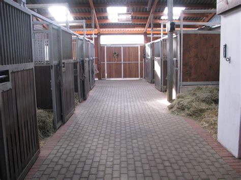 ein kleiner stall kleiner privatstall ein zuhause f 252 r dein pferd mit freien
