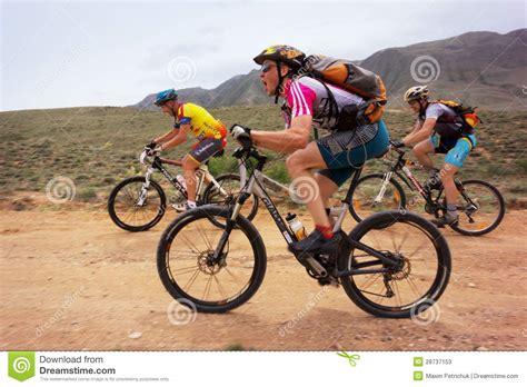 berta monta en bici competencia de la bici de monta 241 a foto de archivo editorial imagen 28737153