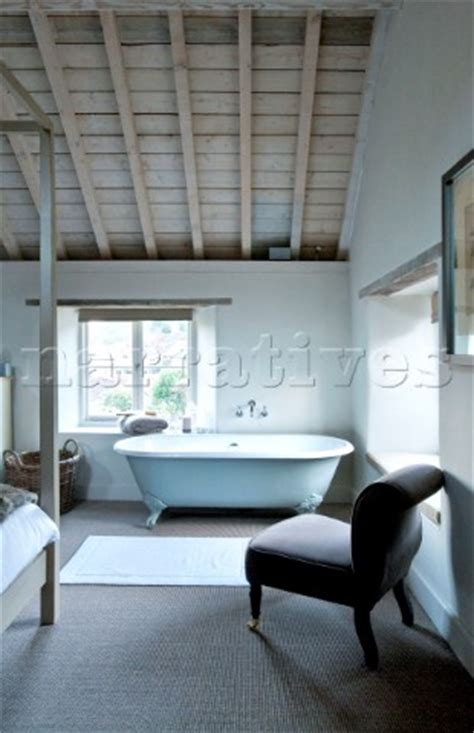 pe085 40 freestanding bath at bedroom window of wilts