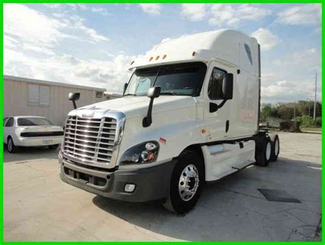 Semi Condo Sleeper by Freightliner Cascadia 2012 Sleeper Semi Trucks