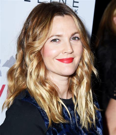 2015 hairstyle fir mom drew barrymore celebrity medium drew barrymore s hair styling tips instyle com