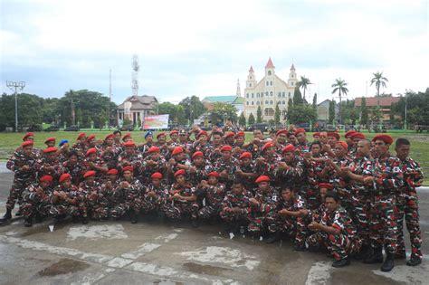 Seragam Laskar Merah Putih di parepare brigade laskar merah putih kompak salam