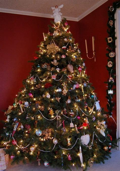 victorian christmas tree blue lights how to decorate a large tree www indiepedia org
